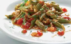 Okra in tomato sauce (Bamies laderes) - iCookGreek