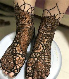 Beautiful And Trending Bridal Mehndi/Henna Designs | Glossnglitters Full Mehndi Designs, Khafif Mehndi Design, Mehndi Designs Feet, Latest Bridal Mehndi Designs, Henna Art Designs, Stylish Mehndi Designs, Mehndi Designs For Girls, Mehndi Design Photos, Wedding Mehndi Designs