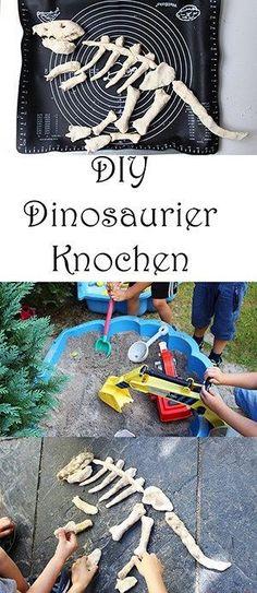 Spielen mit Kindern. Dinosaurier Knochen aus Salzteig. Dino Geburtstag