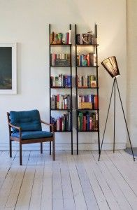 Le lampadaire Oslo wood northernlighting luminaire lighting design signed by Ove Rogne Wood Floor Lamp, Black Floor Lamp, Wood Lamps, Oslo, Floor Standing Lamps, Piece A Vivre, Luminaire Design, Design Moderne, Houses