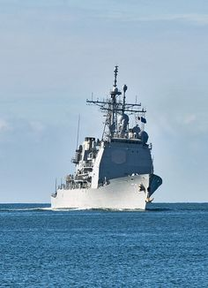 The guided-missile cruiser USS Lake Erie (CG 70) returns to homeport at Joint Base Pearl Harbor-Hickam. Lake Erie completed a Missile Defense Agency and U.S. Navy test in the Pacific Ocean off the coast of Kauai, Hawaii. (U.S. Navy photo by Mass Communication Specialist 3rd Class Diana Quinlan/Released)