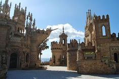 Castillo de Colomares , Benalmadena - Malaga Best Places To Travel, The Places Youll Go, Places To See, Castle Ruins, Medieval Castle, Beautiful Castles, Beautiful Places, Benalmadena Spain, Spain Culture