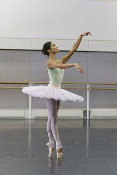 Fumi Kaneko in rehearsal for La Bayadère, The Royal Ballet © 2018 ROH. Photograph by Bill Cooper Ballet Real, The Royal Ballet, Ballet Art, Ballet Dancers, Ballet Style, Ballet Fashion, Dance Fashion, Tutu Skirt Women, La Bayadere