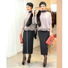 مسا الخير❤️ .  Top & skirt: @bbtlb  Fox fur: @harrods  Lipstick: @inglotgcc no. 81 .  Photo by @hasan_younes #mrmr__4 #mrmr_4