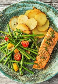 Classic roasted salmon recipes with veggies | More easy seafood meals on hellofresh.com