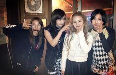 Bom shares a friendly photo of 2NE1 and Lee Hi together #2ne1 #bom #leehi #sandara #minzy