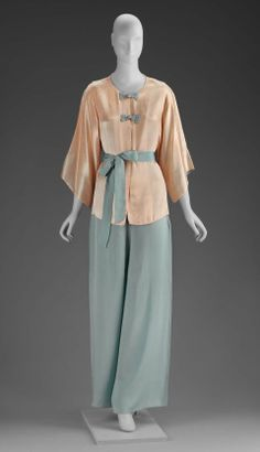 1930 American Women's Pajamas at the Museum of Fine Arts, Boston - This looks really comfortable, but elegant too; I would love to have pajamas like these.