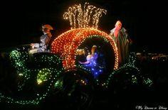 The Main Street Electrical Parade! Cinderella Pumpkin, Cinderella Castle, Disney Art, Walt Disney World, Disney Theme, Disney Electrical Parade, Walt Disney Animation Studios, Disney Shows, Disney Resorts