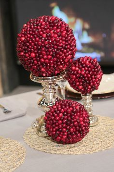The Chew ~Clinton's Craft Corner: Cranberry Topiaries Diy Thanksgiving Centerpieces, Christmas Tablescapes, Thanksgiving Crafts, Thanksgiving Table, Candle Centerpieces, Christmas Topiary, Rustic Christmas, Christmas Holidays, Christmas Crafts