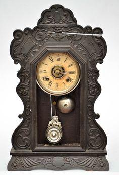 ANSONIA - Antigo relógio de mesa / parede amricano, com caixa em madeira nobre ricamente entalhada e