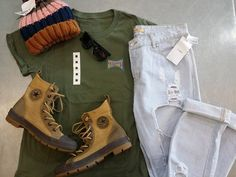 With the spring weather comes all those earthy colours & shades that we love – Like khaki & olive green! This outfit is so fun & funky for spring, and it's all at #PlatosClosetBrampton! #springstyle #greenwithenvy #earthtones #spring2017 | www.platosclosetbrampton.com