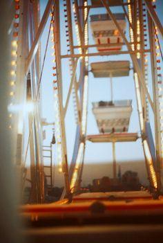 ferris wheel at twilight,