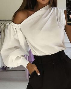 One-shoulder Lantern Sleeve Fashion White BlouseYou can find White blouses and more on our website.One-shoulder Lantern Sleeve Fashion White Blouse One Shoulder Shirt, One Shoulder Tops, Classy Outfits, Chic Outfits, Fashion Outfits, Fashion Blouses, Fashion Ideas, Blouse Styles, Blouse Designs