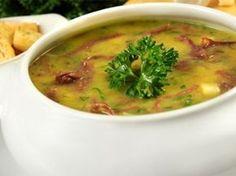 Creme de Mandioca com Carne Seca Sopa Cremosa, Gazpacho, Chef Recipes, Soup Recipes, Cooking Recipes, Sopas Gourmet, Soup Broth, Salty Foods, Portuguese Recipes