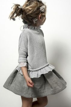 Dress for little girl that produces a great effect in 55 photos - Archzine.fr - Dress for little girl that produces a great effect in 55 photos - Archzine. Outfits Dress, Kids Outfits, Little Girl Fashion, Boy Fashion, Little Girl Dresses, Girls Dresses, Baby Couture, Petite Outfits, Kid Styles