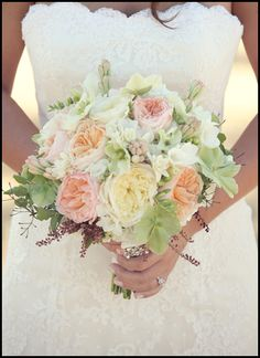 BOUQUET STYLE: tight round hand tied