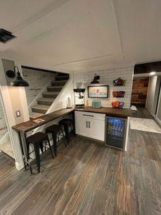 Basement Living Rooms, Basement House, Basement Stairs, Basement Closet, Kitchen In Basement, Bedroom In Basement Ideas, Cool Basement Ideas, Modern Basement, Basement Makeover