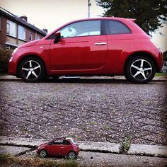 #littlecar #littlecarontheroad #toycar #tinycar #littleadventures #miniature #miniaturecar #miniaturefiat500 #fiat500c #minicarontheroad #speelgoedauto #miniatuur #everydaypicture #elkedageenfoto #smallandbig #bigandsmall #bigbrother #contrast #opposite #redcar #redcars #carsofinstagram #italiancars #differentbutthesame #kleinengroot #grootenklein #contrast #grotebroer #brothers