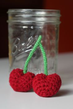 Crochet Cherries - free amigurumi crochet cherry pattern ༺✿ƬⱤღ https://www.pinterest.com/teretegui/✿༻