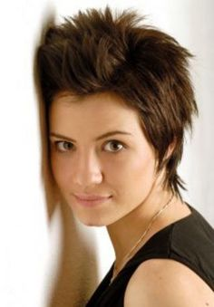 I LOVE this haircut! I think I could pull it off too.... might have to try this next time {Short Pixie Style Haircut}