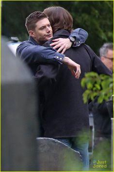 Jensen Ackles & Jared Padalecki Hug It Out on 'Supernatural' Set in Vancouver | Photo 955993 - Photo Gallery | Just Jared Jr.