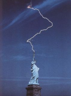 The statue of liberty doing her impersonation of Voldemort at the end of Deathly Hallows pt. 1    Source: eightofdiamonds