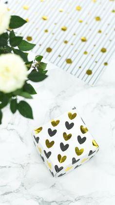 Anzeige   DIY Schmuckkästchen aus Papier basteln - mit dieser kleinen Geschenkschachtel lassen sich Schmuckstücke einfach und dekorativ verpacken  #diy #bastelideen #basteln #geschenkverpackung #papier Paper Cards, Diy Paper, Gift Wrapper, Gold Diy, Origami, Wraps, Diy Crafts, Chocolate, Tableware
