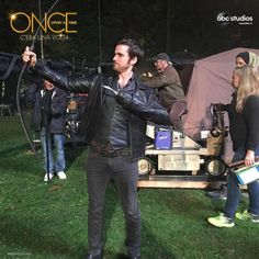 Colin O'Donoghue -Killian Jones - Captain Hook - Once Upon A Time Once Upon A Time Funny, Once Up A Time, Emilie De Ravin, Killian Jones, Killian Hook, Outlaw Queen, Emma Swan, Robin Hood, Sean Maguire