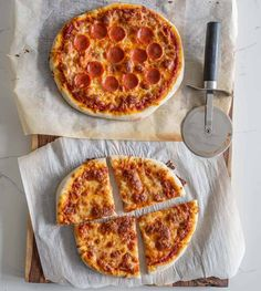 Same day sourdough pizza crust is a lifesaver for those times when you need a quick and simple homemade meal that's also hearty, comforting, and delicious! #sourdoughpizza #sourdough #sourdoughstarter #homemadesourdoughpizza Sourdough Pizza, Sourdough Recipes, Best Dinner Recipes, Great Recipes, Best Pizza Dough, Baking Stone, Clean Eating Recipes, Food Print, Dinner Ideas
