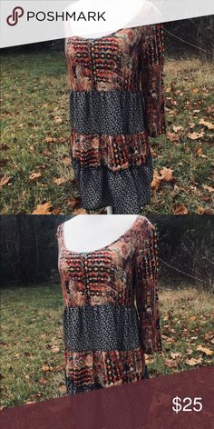 Anthropologie En Crème Boho Tunic This is a beautiful top that goes very well with leggings and booties. It is in very good condition and can fit a size small- size large depending on the body type! Anthropologie Tops Tunics