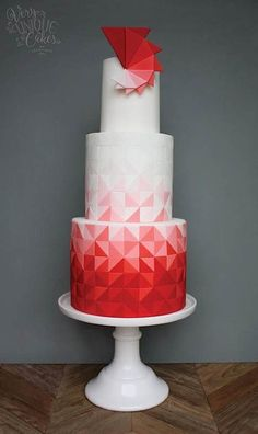 There's a geometric trend sweeping the wedding cake world, peeps, and I APPROVE: (By Erica Obrie...