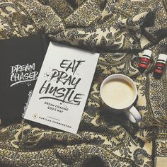 Happy Tuesday! I normally like to sleep in on Tuesdays but I was too excited to start my #biblestudy to keep laying in bed. This #EatPrayHustle set was a lovely gift from my dad for my bday so I'm gonna get started on that while I enjoy my #bulletproofcoffee ☕️ and my diffuser blend (purification and thieves). Hope y'all have a great Tuesday!