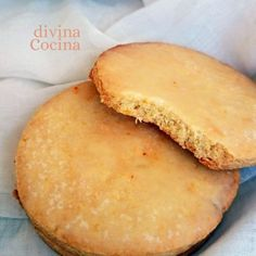 Estas galletas de naranja y miel con jengibre resultan deliciosas, muy aromáticas y crujientes. El glaseado de naranja aporta el toque final. Basic Cookie Recipe, Ginger Bread Cookies Recipe, Cookie Dough Recipes, Biscotti Recipe, Oatmeal Cookie Recipes, Holiday Cookie Recipes, Peanut Butter Cookie Recipe, Sweet Recipes, Snack Recipes