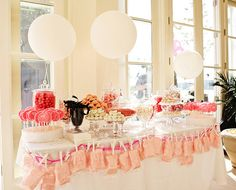 holy praises to the pink sweet touch. I like any sort of candy table