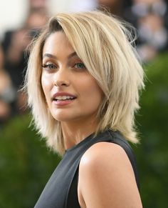 Insane Paris Jackson Shag – Paris Jackson looked oh-so-hip with her shag at the 2017 Met Gala. The post Paris Jackson Shag – Paris Jackson looked oh-so-hip with her shag at the 2017 Me… app . Straight Hairstyles, Cool Hairstyles, Hairdos, Shoulder Length Layered Hairstyles, Shoulder Length Hair Cuts With Layers, Hip Length Hair, Hairstyle Ideas, Medium Hair Styles, Short Hair Styles