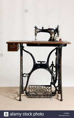 Download this stock image: old sewing machine - F3XBKD from Alamy's library of millions of high resolution stock photos, illustrations and vectors.