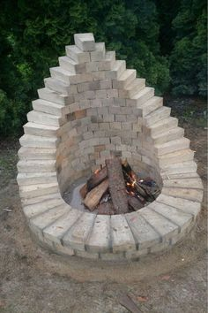 Backyard Fire Pit - This is one of the many ways to set up a fire pit . - Backyard fire pit – This is one of the many ways to build a fire pit in the garden. Cheap Fire Pit, Diy Fire Pit, Fire Pit Backyard, Backyard Patio, Backyard Landscaping, Landscaping Ideas, Backyard Seating, Patio Ideas, Backyard Ideas