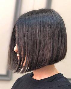 Chic Gray Blunt Haircut - 50 Spectacular Blunt Bob Hairstyles - The Trending Hairstyle Bob Hairstyles For Fine Hair, Lob Hairstyle, Cool Hairstyles, Bob Haircut Black Hair, Straight Bob Haircut, Cool Bobs, Short Hair Cuts, Short Hair Styles, Asymmetrical Bob Haircuts