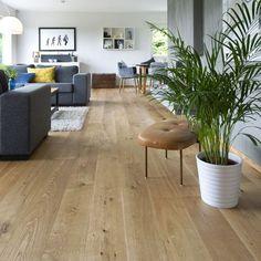 1-stav Eik Nordic mattlakket er en flott parkett med naturlig fargespill og noe kvist. Det er tillatt med enkelte kvistfyllinger i gulvet Flooring, Rugs, Country, Home Decor, Homemade Home Decor, Rural Area, Types Of Rugs, Wood Flooring, Country Music