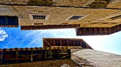Download this 5K wallpaper #building #sky #old #urban  http://5kwallpapers.com/wall/sky-between-old-buildings