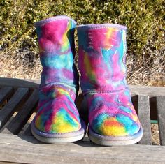 Upcycle your old Ugg boots with tie-dye. Tie-dye Ugg boots tutorial using Tulip One-Step Tie-Dye. See how I tie-dyed my worn-out Uggs!