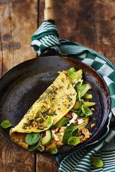 Super Healthy Poweromelet by van Rens Kroes -Cosmopolitan. Healthy Snacks, Healthy Eating, Healthy Recipes, Breakfast Snacks, Breakfast Recipes, Breakfast Omelette, Good Food, Yummy Food, Easy Cooking
