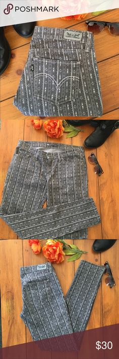 "🆕 Levi's | 524 Too Superlow Gray Print Jeans Gray denim with three tone gray print. Five pocket style with belt loops & front zipper. Measurements flat are 17"" waist, 8"" rise & 32"" inseam. In excellent like new condition with NO spots or damage. Tag size is W29 L32. Levi's Jeans Skinny"