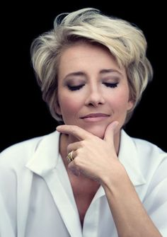 Emma Thompson #shorthair #juuls #hairstyle #sunkissed #korthaar #haar #hair