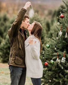 22 Cute Engagement Announcement Ideas You'll Want to Copy - Trust us—you won't want to spill the beans until you've seen these cute and creative engagement announcement ideas. Christmas trees pine mistletoe ring {Hay Alexandra Photography} Christmas Engagement Photos, Winter Engagement, Engagement Couple, Engagement Pictures, Wedding Engagement, Christmas Photos, Christmas Trees, Engagement Session, Wedding Rings