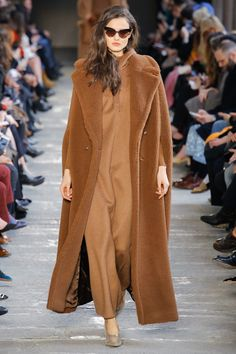 Max Mara Fall 2017 Ready-to-Wear Collection Photos - Vogue
