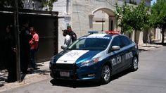 Policías municipales lograron detener a un hombre que intentaba robar un domicilio ubicado en la colonia Jardines del Santuario.  El ladrón fue sorprendido