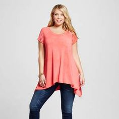 Give your wardrobe a dose of feminine charm in the Women's Plus Size Sharkbite Tee by Ava & Viv™. Elevate your casual style with a swish in the women's short-sleeve swing top.
