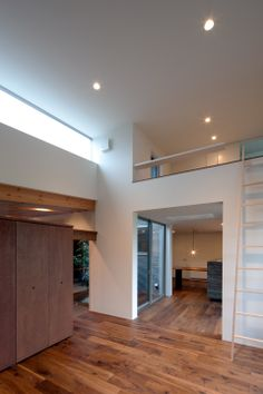 Stunningly Spacious Home in Gankaiji in Japan by Nakasai Architects http://waveavenue.com/profiles/blogs/stunningly-spacious-home-in-gankaiji-in-japan-by-nakasai-architects