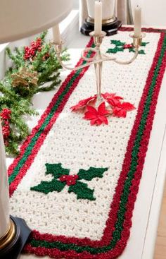 Holly Table Runner - free red heart pattern